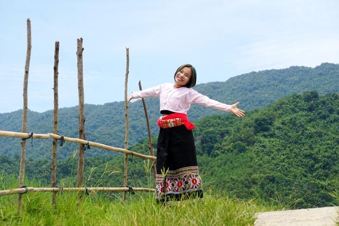 Tâm sự đầy nước mắt của nữ sinh dân tộc Thái mồ côi đạt 27,5 điểm - 2