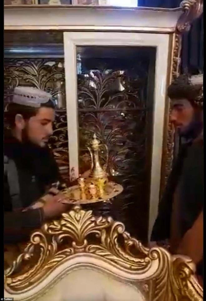 Video Taliban xông vào dinh thự nghi của tướng cấp cao Afghanistan - 1