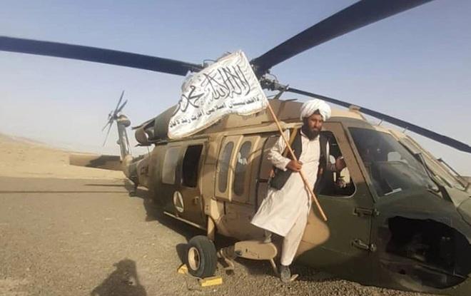 Video Taliban xông vào dinh thự nghi của tướng cấp cao Afghanistan - 3