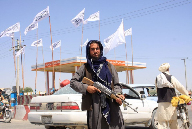 Taliban chiếm thêm thành trì quan trọng, siết chặt vòng vây quanh Kabul - 1
