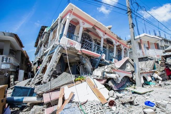 Haiti tan hoang sau động đất kinh hoàng, 1.297 người chết - 1