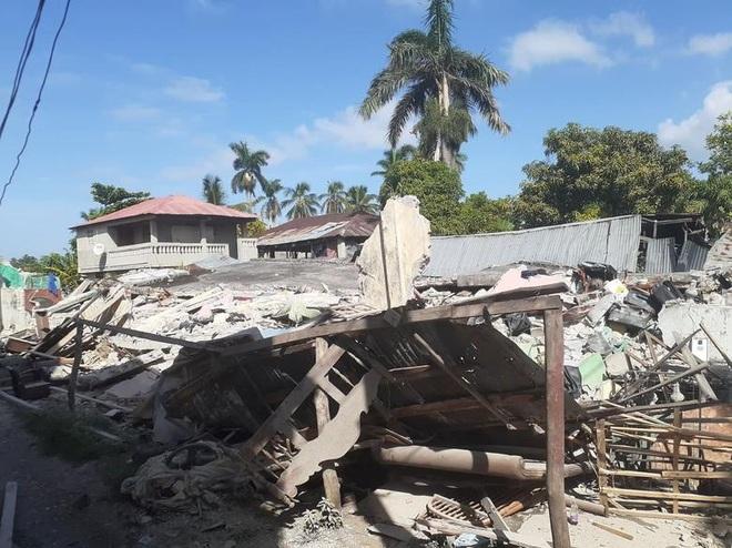 Haiti tan hoang sau động đất kinh hoàng, 1.297 người chết - 8