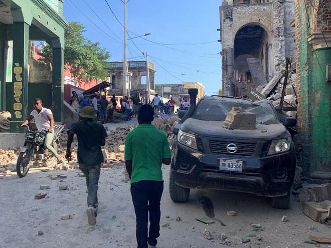 Haiti tan hoang sau động đất kinh hoàng, 1.297 người chết - 10