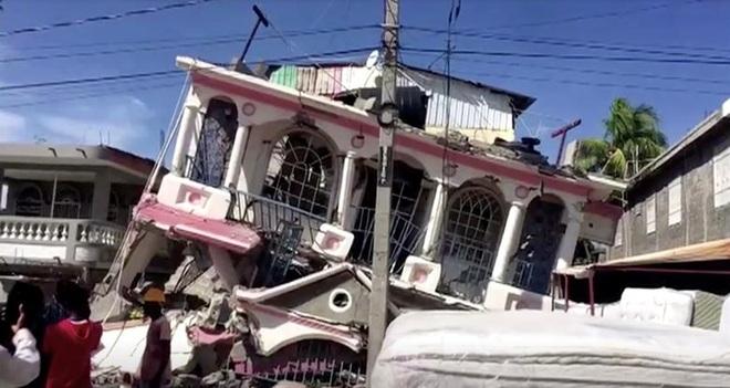 Haiti tan hoang sau động đất kinh hoàng, 1.297 người chết - 11