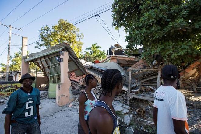 Haiti tan hoang sau động đất kinh hoàng, 1.297 người chết - 3