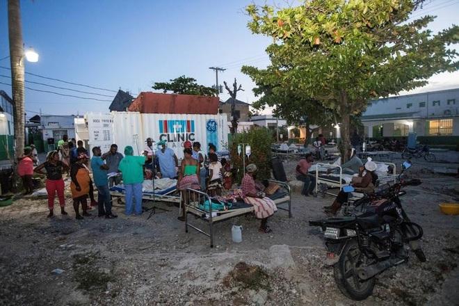 Haiti tan hoang sau động đất kinh hoàng, 1.297 người chết - 4