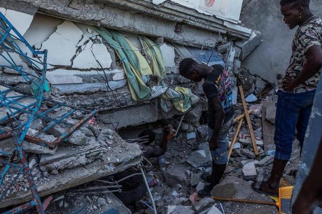Haiti tan hoang sau động đất kinh hoàng, 1.297 người chết - 6
