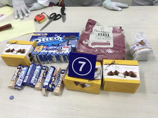 TPHCM: Hơn 30 kg ma túy ẩn mình trong những viên chocolate bị phát hiện - 1