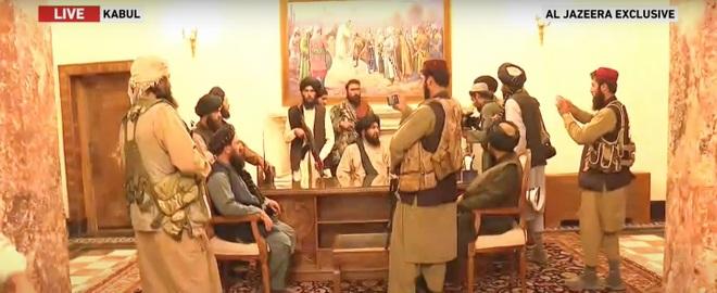 Taliban hạ cờ ở dinh tổng thống Afghanistan, tuyên bố chiến tranh kết thúc - 1