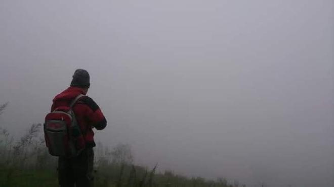 Người đàn ông 62 tuổi chuyển lên núi sống để tránh dịch Covid-19 - 4