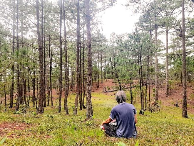 Người đàn ông 62 tuổi chuyển lên núi sống để tránh dịch Covid-19 - 3