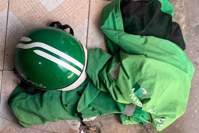 Hà Nội: Gã nghiện mặc áo Grab, cầm kim tiêm vào tiệm tạp hóa cướp tài sản |  Báo Dân trí