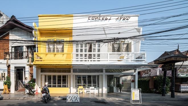 Thiết kế đẹp lạ trong quán cà phê cải tạo từ tòa nhà hơn 70 năm tuổi - 1