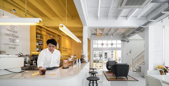 Thiết kế đẹp lạ trong quán cà phê cải tạo từ tòa nhà hơn 70 năm tuổi - 8