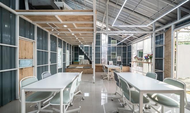 Thiết kế đẹp lạ trong quán cà phê cải tạo từ tòa nhà hơn 70 năm tuổi - 7