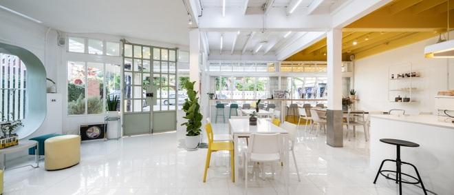 Thiết kế đẹp lạ trong quán cà phê cải tạo từ tòa nhà hơn 70 năm tuổi - 4