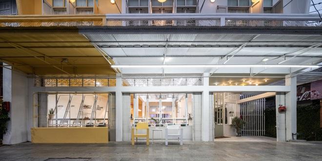 Thiết kế đẹp lạ trong quán cà phê cải tạo từ tòa nhà hơn 70 năm tuổi - 3