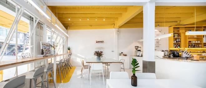Thiết kế đẹp lạ trong quán cà phê cải tạo từ tòa nhà hơn 70 năm tuổi - 9