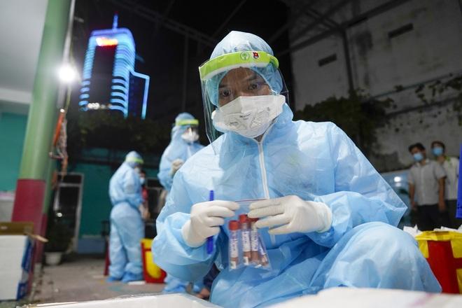 TPHCM ghi nhận 6.000 ca nhiễm SARS-CoV-2 trong ngày đầu xét nghiệm mở rộng - 1