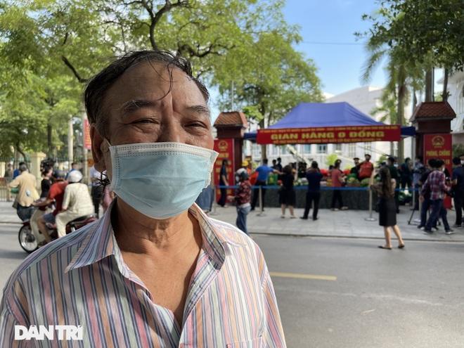 Phiên chợ đặc biệt dành cho hàng trăm người khó khăn ở Hà Nội - 2