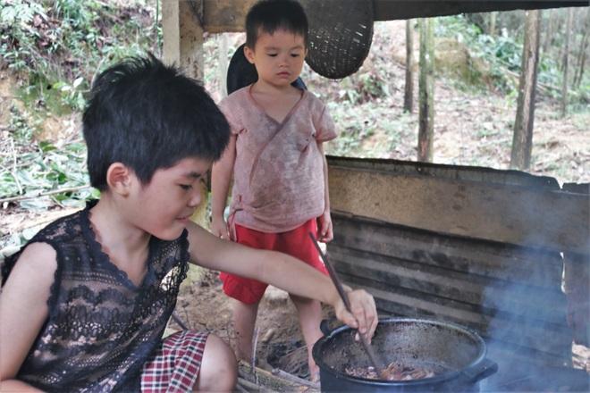 Những đứa trẻ nơi bìa rừng chỉ mong có đủ cơm ăn qua ngày - 4
