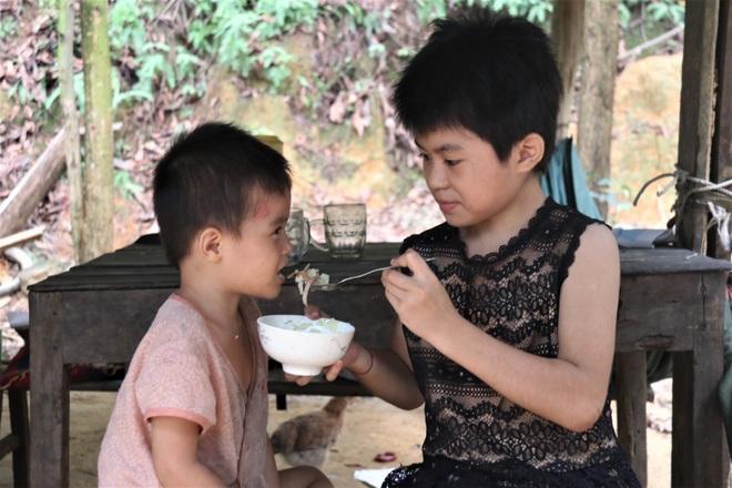 Những đứa trẻ nơi bìa rừng chỉ mong có đủ cơm ăn qua ngày - 6