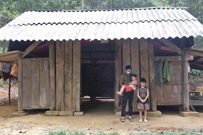 Những đứa trẻ nơi bìa rừng chỉ mong có đủ cơm ăn qua ngày - 1