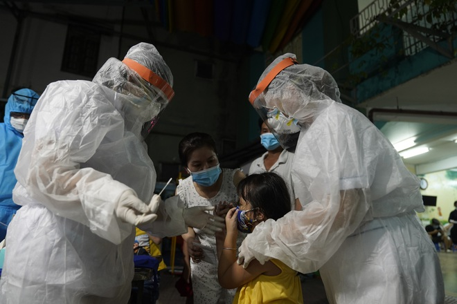 TPHCM ghi nhận 6.000 ca nhiễm SARS-CoV-2 trong ngày đầu xét nghiệm mở rộng - 2