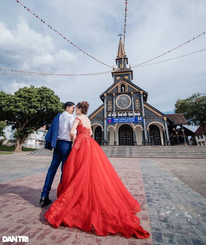Cận cảnh ngôi nhà thờ gỗ hơn 100 năm tuổi giữa lòng thành phố Kon Tum - 8