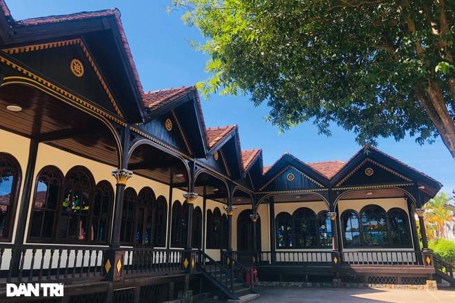 Cận cảnh ngôi nhà thờ gỗ hơn 100 năm tuổi giữa lòng thành phố Kon Tum - 4