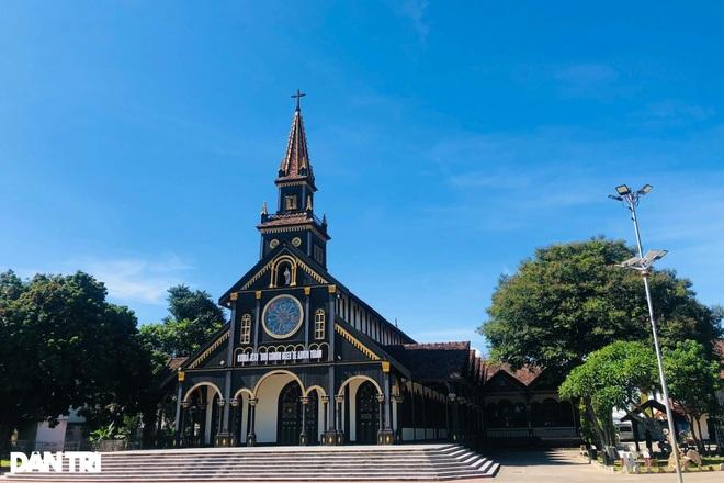 Cận cảnh ngôi nhà thờ gỗ hơn 100 năm tuổi giữa lòng thành phố Kon Tum - 5