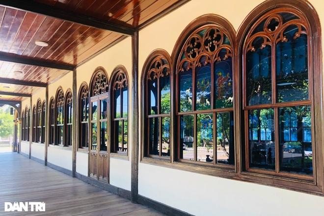 Cận cảnh ngôi nhà thờ gỗ hơn 100 năm tuổi giữa lòng thành phố Kon Tum - 7