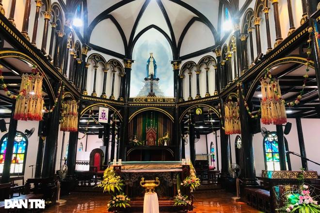 Cận cảnh ngôi nhà thờ gỗ hơn 100 năm tuổi giữa lòng thành phố Kon Tum - 6