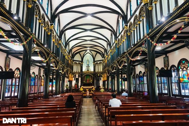 Cận cảnh ngôi nhà thờ gỗ hơn 100 năm tuổi giữa lòng thành phố Kon Tum - 3