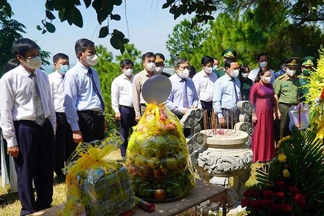 Dâng hương tưởng niệm 110 năm Ngày sinh Đại tướng Võ Nguyên Giáp - 2