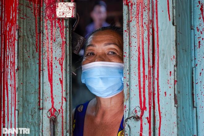 Trao tặng 2.000 túi an sinh tới người dân nghèo trong tâm dịch TPHCM - 6