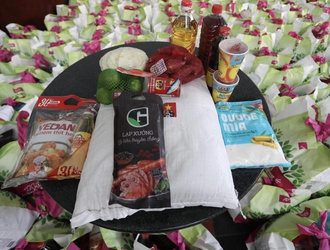 Trao tặng 2.000 túi an sinh tới người dân nghèo trong tâm dịch TPHCM - 3