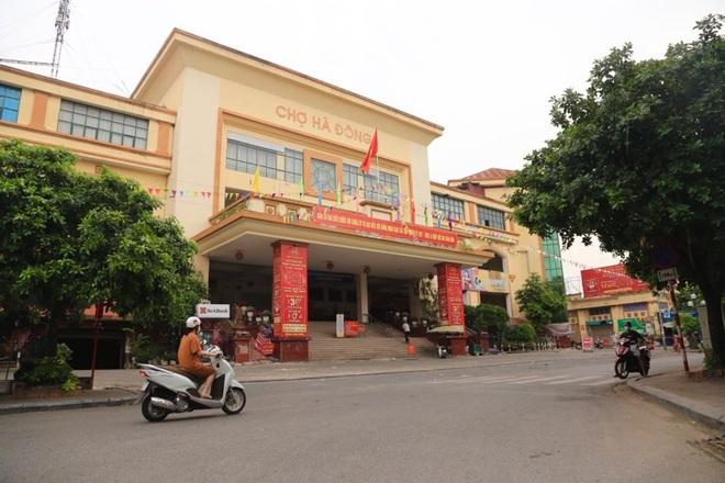 Hà Nội: F0 đến mua đồ, chợ Hà Đông bị phong tỏa