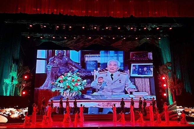 Dâng hương tưởng niệm 110 năm Ngày sinh Đại tướng Võ Nguyên Giáp - 3