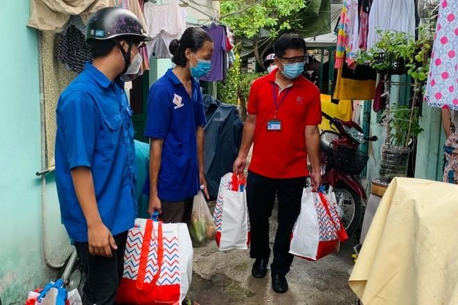 TPHCM: Ai ở đâu ở yên đó, 20% số người dân được đi chợ hộ - 4