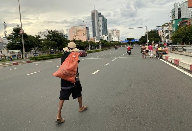 TPHCM: Ai ở đâu ở yên đó, 20% số người dân được đi chợ hộ - 5