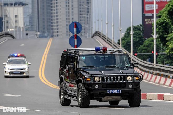 Soi dàn xe tinh hoa công nghiệp ô tô Mỹ lăn bánh trên đường phố Hà Nội - 8