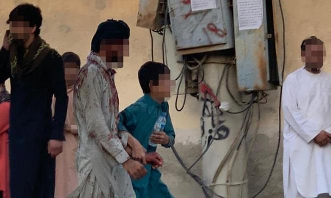 Hiện trường vụ nổ như ngày tận thế khiến 70 người chết tại sân bay Kabul - 12