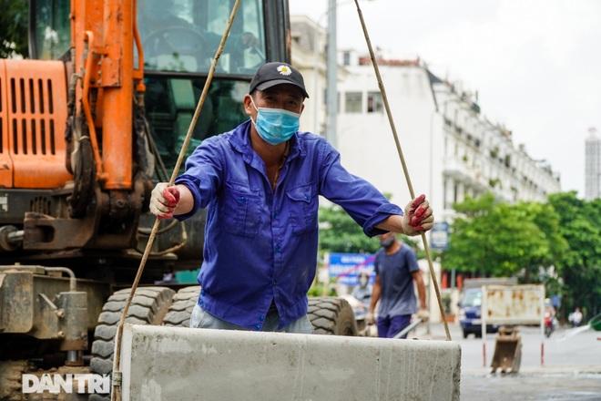 Hà Nội: Diện mạo mới đường Tôn Thất Thuyết sau khi xén dải phân cách - 2