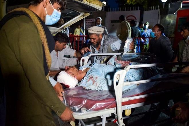 Hiện trường vụ nổ như ngày tận thế khiến 70 người chết tại sân bay Kabul - 4