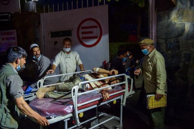 Hiện trường vụ nổ như ngày tận thế khiến 70 người chết tại sân bay Kabul - 10