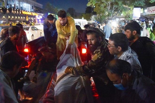 Hiện trường vụ nổ như ngày tận thế khiến 70 người chết tại sân bay Kabul - 8
