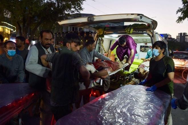 Hiện trường vụ nổ như ngày tận thế khiến 70 người chết tại sân bay Kabul - 5