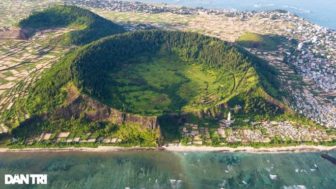 Núi lửa triệu năm tuổi và những cảnh đẹp hút hồn du khách ở đảo Lý Sơn - 2
