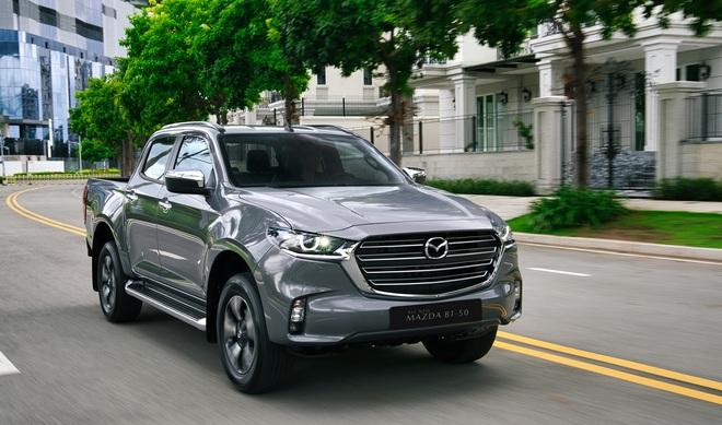 Mazda BT-50 2022 tăng giá cả trăm triệu đồng, thêm trang bị đấu Ford Ranger - 1